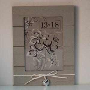 Marco de madera gris claro con adorno 13 x 18